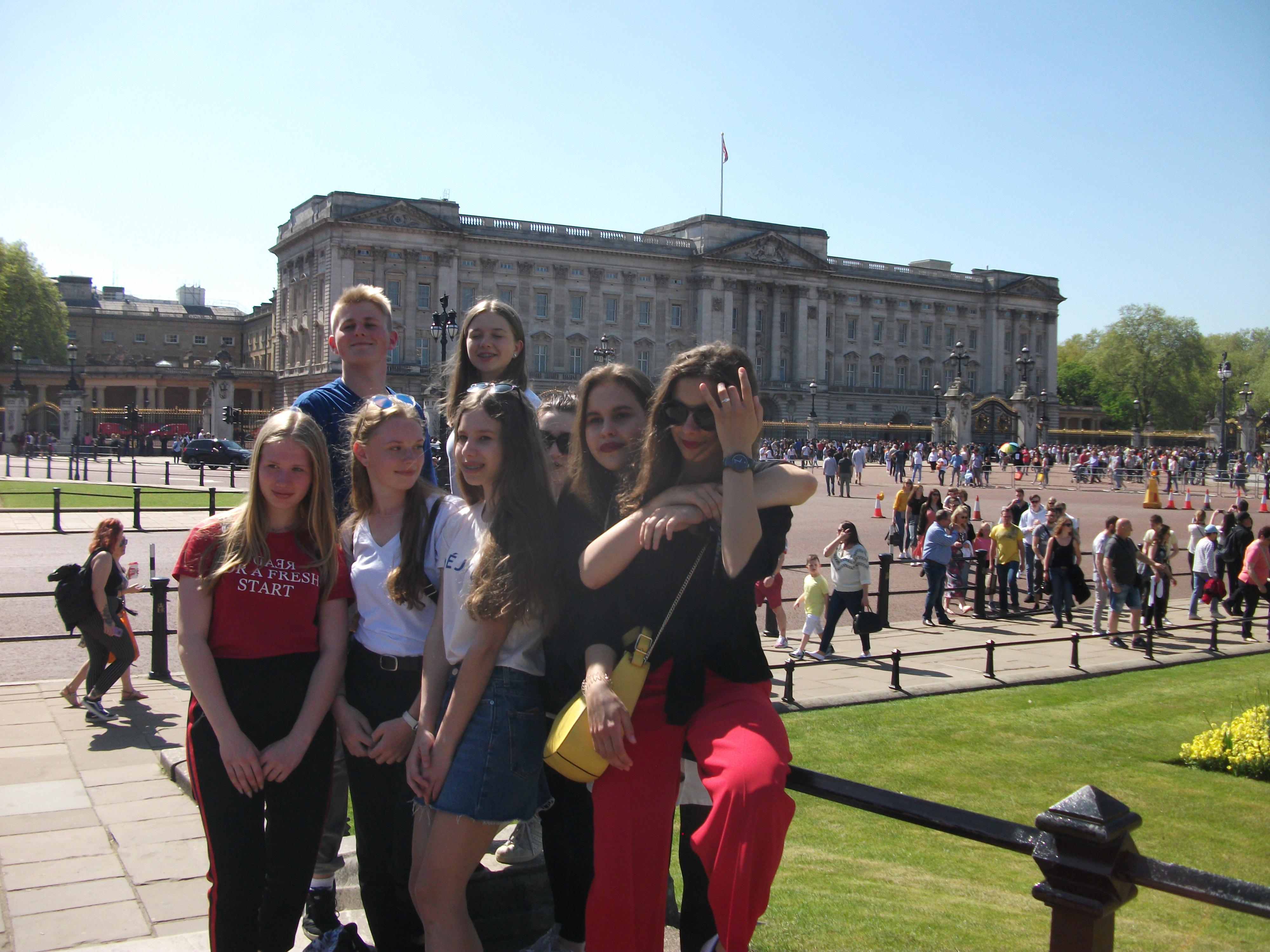 Buckingham Palace visit London EFY - English for You